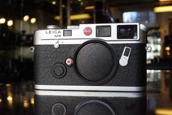 Leica M6 body, chrome, with case