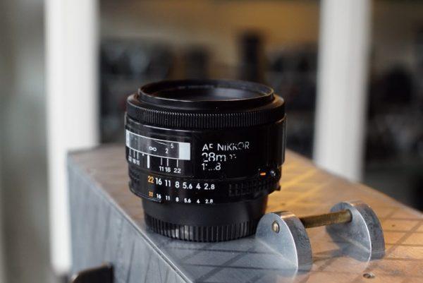 Nikon AF Nikkor 2.8 / 28mm lens