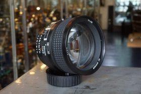Nikon AF Nikkor 1:1.4D / 85mm, boxed