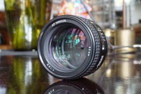 Nikon AF Nikkor 85mm f/1.8 D