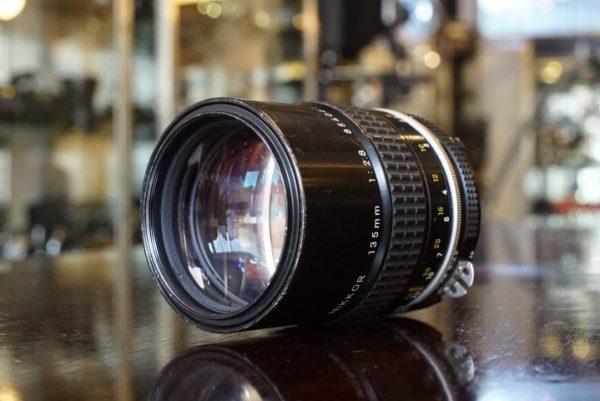 Nikon Nikkor 135mm f/2.8 AI lens