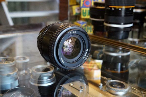 Nikon AF-Nikkor 2.8 / 24mm D lens