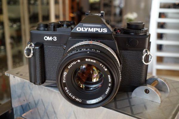 Olympus OM-3 Black + 1.8 / 50mm Zuiko + grip