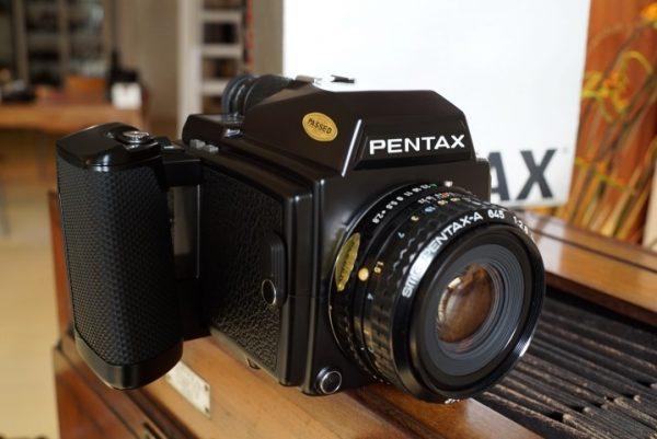 Pentax 645 kit + 2.8 / 75mm lens, Boxed