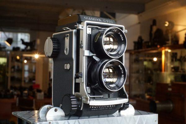 Mamiya C220 + Mamiya 2.8 / 80mm lenses