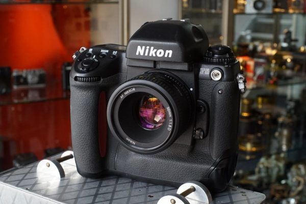 Nikon F5 + AF-Nikkor 1.8 / 50D
