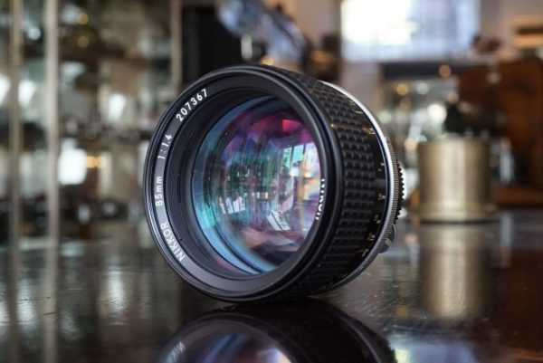 Nikon Nikkor 85mm f/1.4 AIS lens