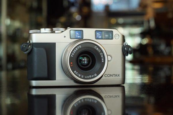 Contax G1 camera+ Carl Zeiss Biogon 28mm f/2.8 lens