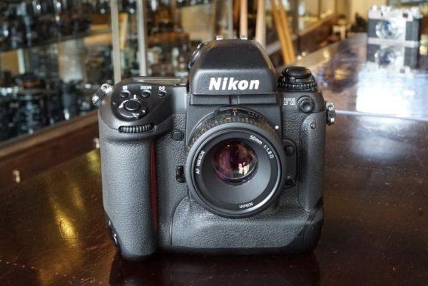 Nikon F5 + AF Nikkor 50 f/1.8 D