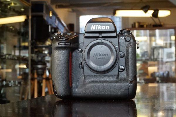 Nikon F5 body with MF-28 back
