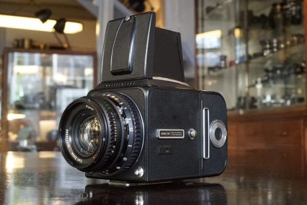 Hasselblad 500C/M + Zeiss Planar 80mm T* C black