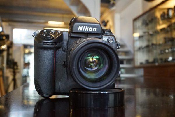 Nikon F5 + MF-27 + AF Nikkor 35-70mm f/2.8 D