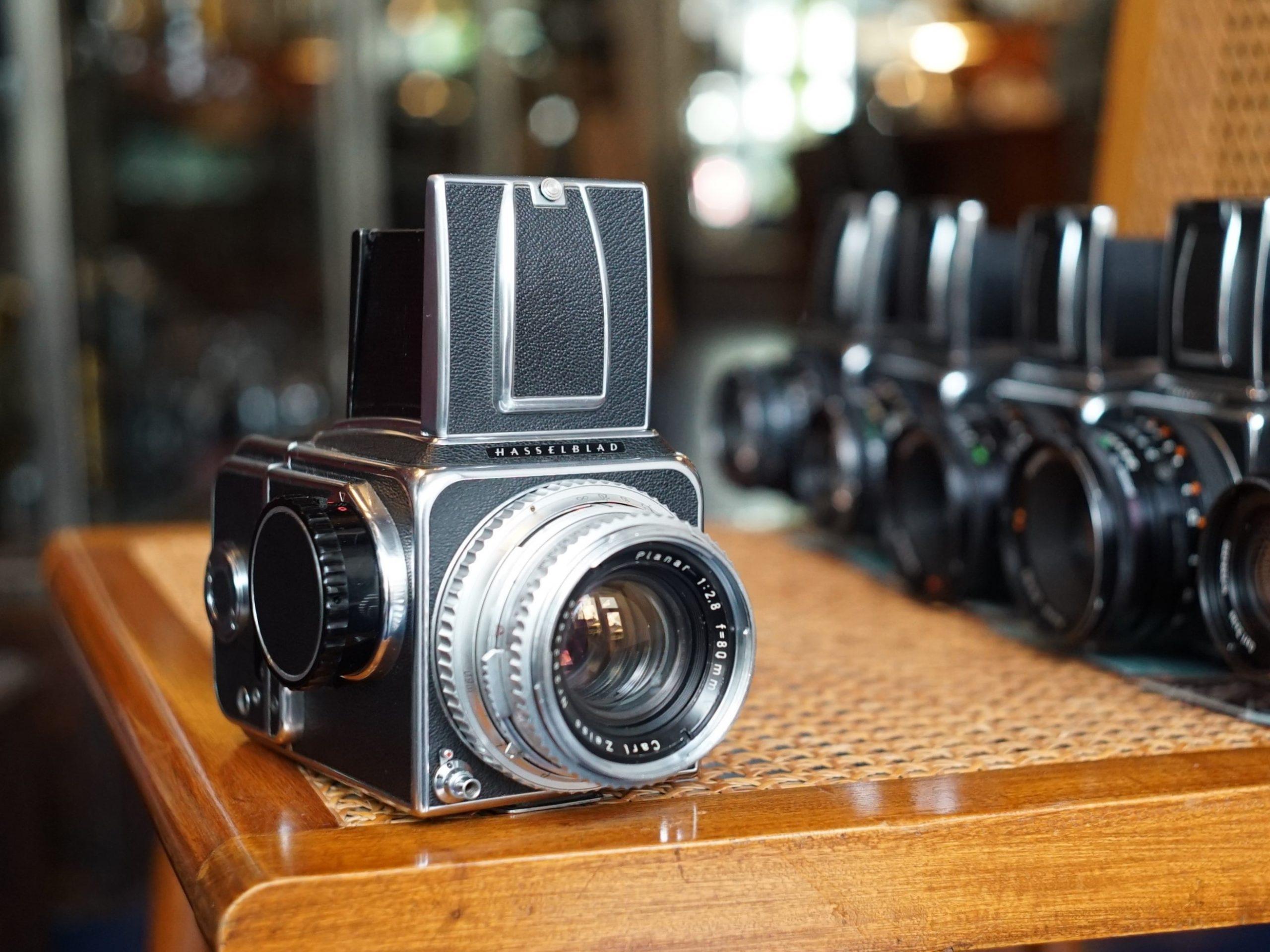 Hasselblad camera's kopen we graag in. Fotohandel Delfshaven is ook altijd op zoek naar Analoog Leica M3, M2, M4, M6, Mamiya RZ67, M645, Nikon F, F2, FM3a, FM2, Olympus OM, We horen het graag indien u iets bijzonders in de aanbieding heeft