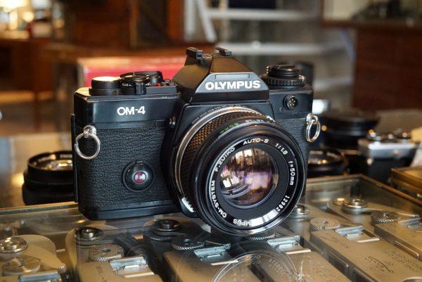 Olympus OM-4 black + OM Zuiko 50mm f/1.8