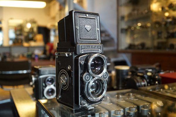 Rolleiflex 2.8F w/ Zeiss Planar 80mm f/2.8
