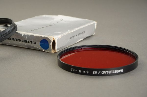 Hasselblad 63 filter RED, BOXED, + retaining ring
