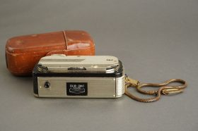 MEC-16 subminiature camera (Color Ennit 2.8 / 20mm) in leather case