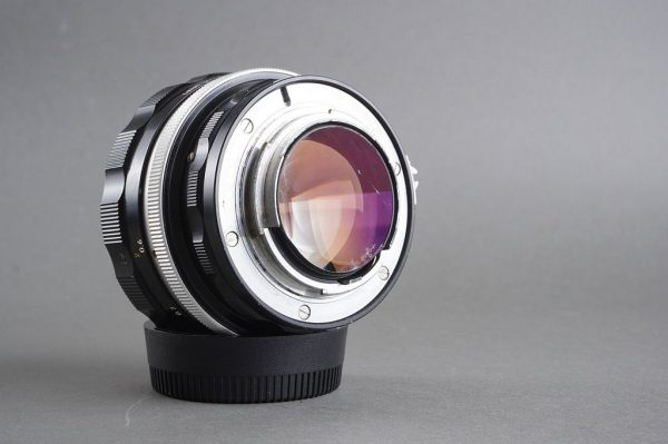 Nippon Kogaku Nikkor-S 1:1.2 / 55mm Pre-ai Nikon lens