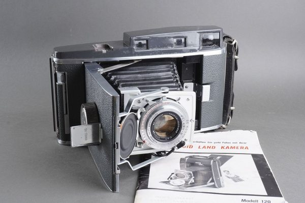 Polaroid Pathfinder 120 camera with Yashinon 4.7/127mm lens and accessoires