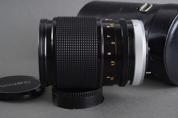 Canon Lens FD 2.5 / 135mm in container