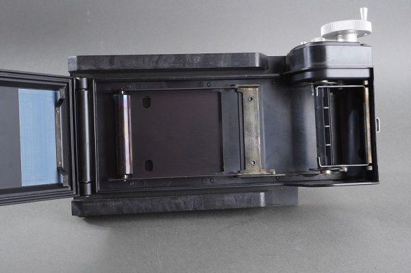 Calumet 6×7 roll film back for 4×5 camera