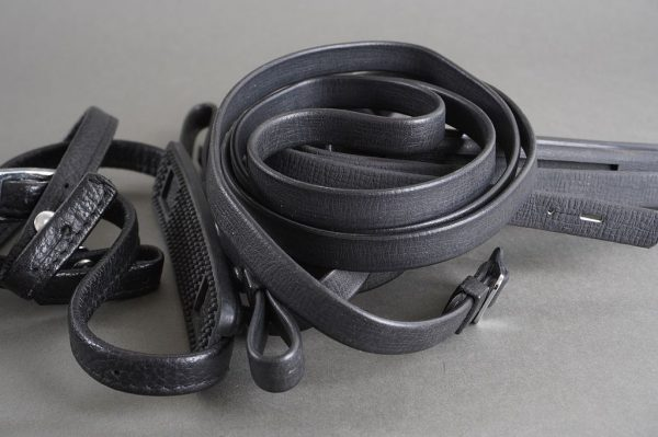 Lot of 4x Nikon F classic camera straps, made of leather