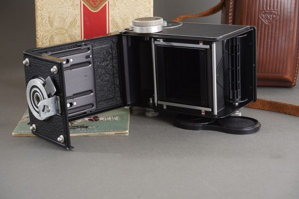 Rollei Rolleicord Va camera with 4×4 masks – in leather case and boxed