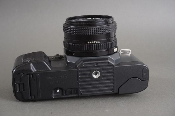 Canon T70 camera with FDn 50mm 1:1.8 lens