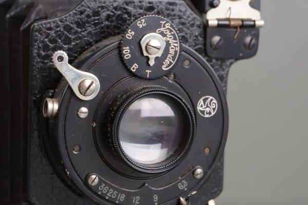 vintage folding Voigtlander camera with 6.3/10.5cm Voigtar lens