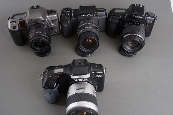 Lot of 4x various AF cameras: Canon, Minolta, Pentax – all with lenses