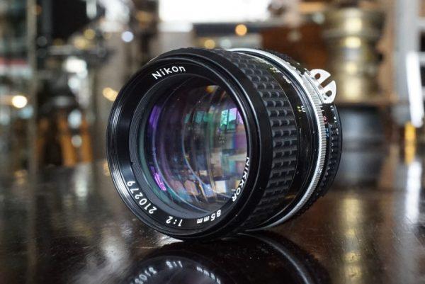 Nikon Nikkor 85mm f/2 AI lens