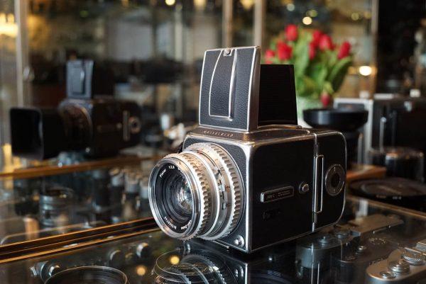 Hasselblad 500C + Carl Zeiss 2.8 / 80mm T*