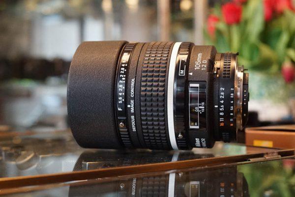 Nikon AF DC-Nikkor 105mm 1:2 D lens