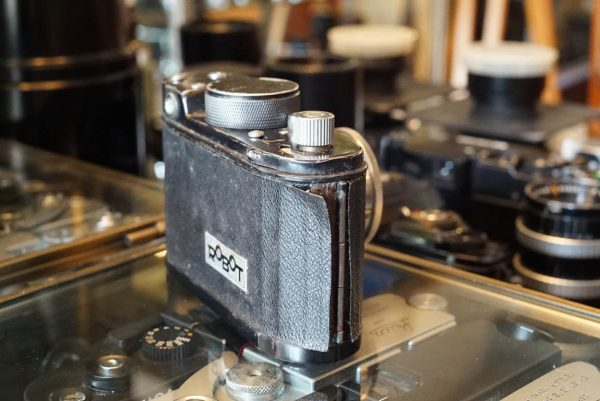 Robot + Carl Zeiss Jena Biotar 1:2 / 4cm lens