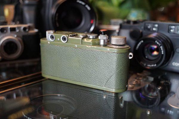 Leica IIIa in Green. + Leitz Elmar 3.5 / 5cm reds scale lens