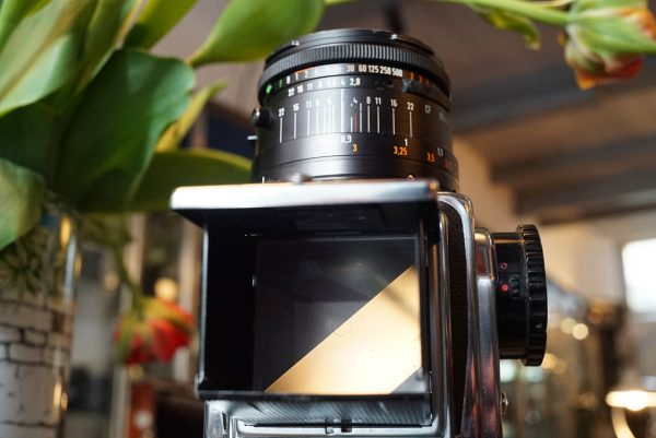Hasselblad 500C/M kit + Carl Zeiss 2.8 / 80 Planar lens