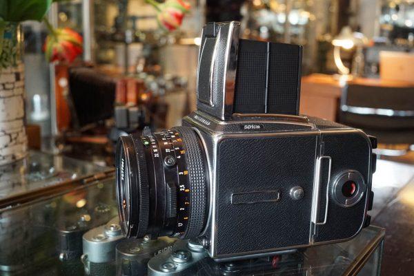 Hasselblad 501C/M kit + Zeiss 2.8 / 80mm Planar lens