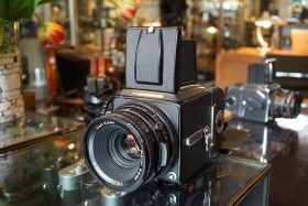 Hasselblad 500C/M kit with Carl Zeiss Planar 2.8 / 80mm CF lens