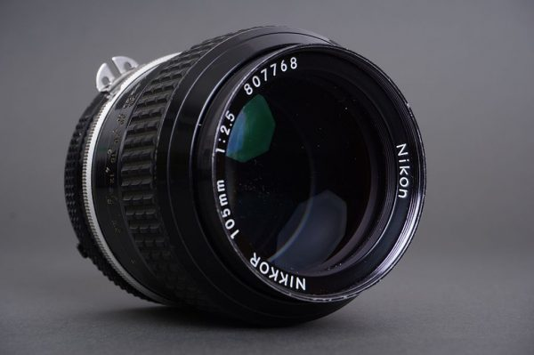 Nikon Nikkor 105mm 1:2.5 AI lens with no mount, incomplete