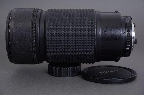 Nikon AF Nikkor 80-200mm 1:2.8 ED lens