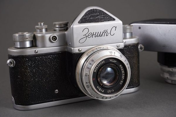 Lot of 3x vintage Russian SLRs, 2x in old M39 SLR mount (Zenits) and bayonet mount (Start), with lenses