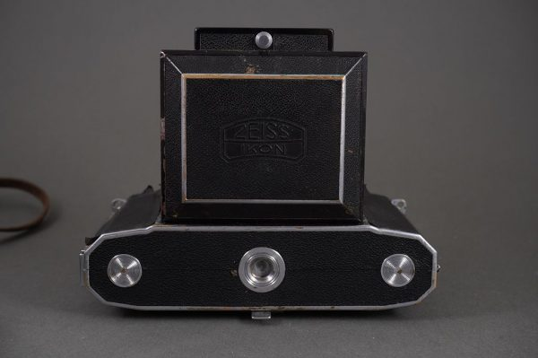 Zeiss Ikon Ikonta 533/16 coupled rangefinder 6×6 folding camera with 8cm 1:2.8 Tessar lens