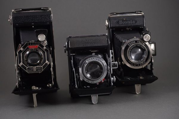 Lot of 3x vintage folding cameras: SOW Semi Leotax, Kodak Six-16, Ikonta 520/2