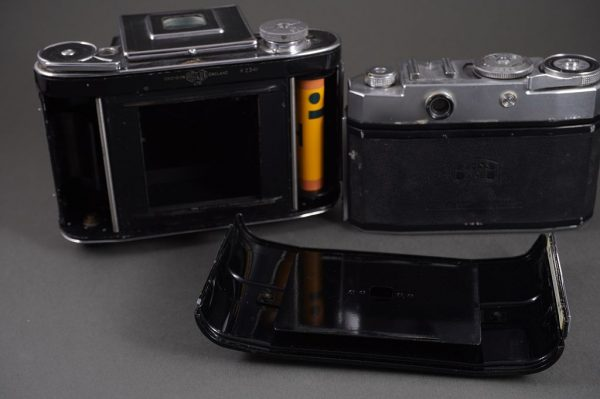 Agiflex Agilux 6×6 SLR camera + Zeiss Ikon Contina camera