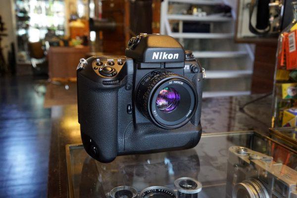 Nikon F5 + AF Nikkor 50mm f/1.8