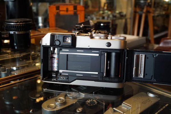 Contax G1 + Zeiss Planar 45mm f/2 in Black