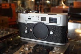 Leica M5 body, 3-lug