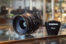 Voigtlander Snapshot-Skopar 25mm f4 MC lens + finder