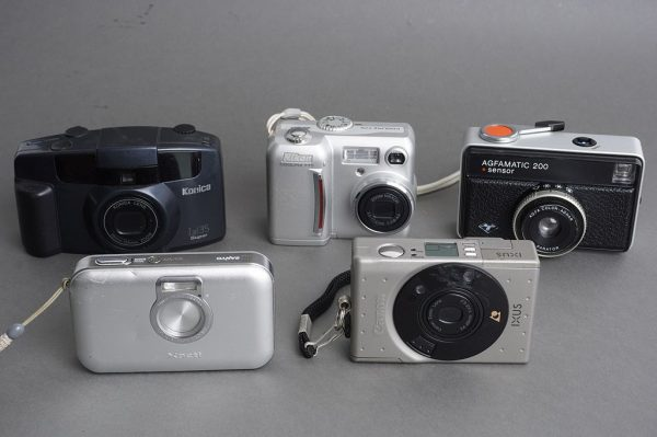 Lot of 5x compact cameras, as per pictures, two digital