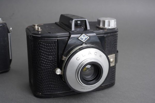 Lot of 4x vintage bakelite Agfa and Kodak cameras + Nikon Coolpix :)